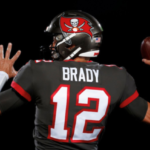 Brady Shows Off Arm at Buccaneers Training Camp