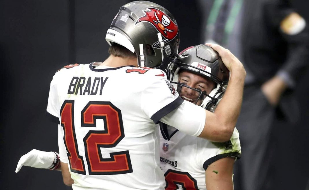 Buccaneers Tom Brady and Scotty Miller/via ISAAC BREKKEN, AP