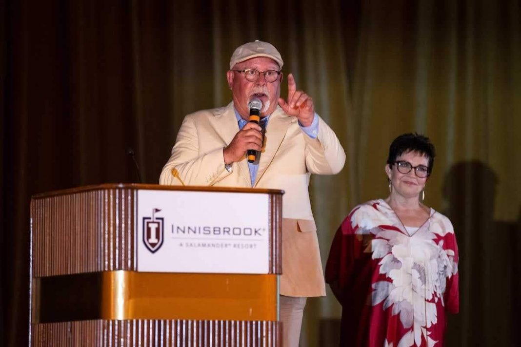 Buccaneers head coach Bruce Arians speaks at the Arians Family Foundation gala/ via buccaneers.com