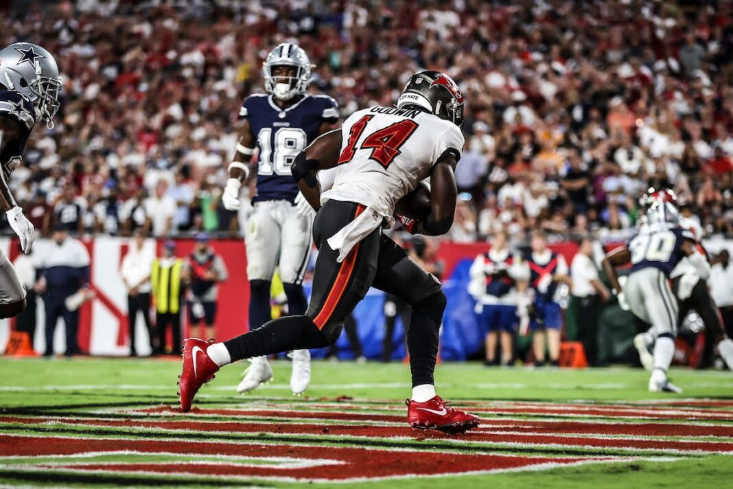 Buccaneers wide receiver Chris Godwin catches a touchdown pass from quarterback Tom Brady/via buccaneers.com
