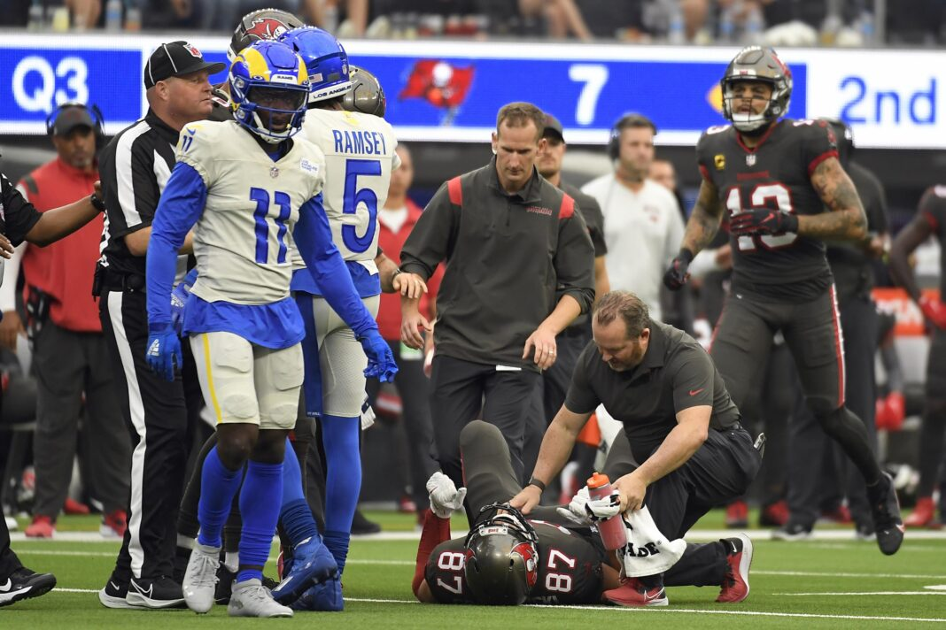 Buccaneers tight end Rob Gronkowski being looked at after a vicious hit against the Rams/via Kevork Djansezian/Associated Press